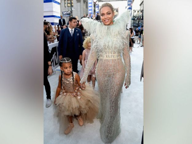 GTY_beyonce_float_blue_ivy_as_160829_4x3_992