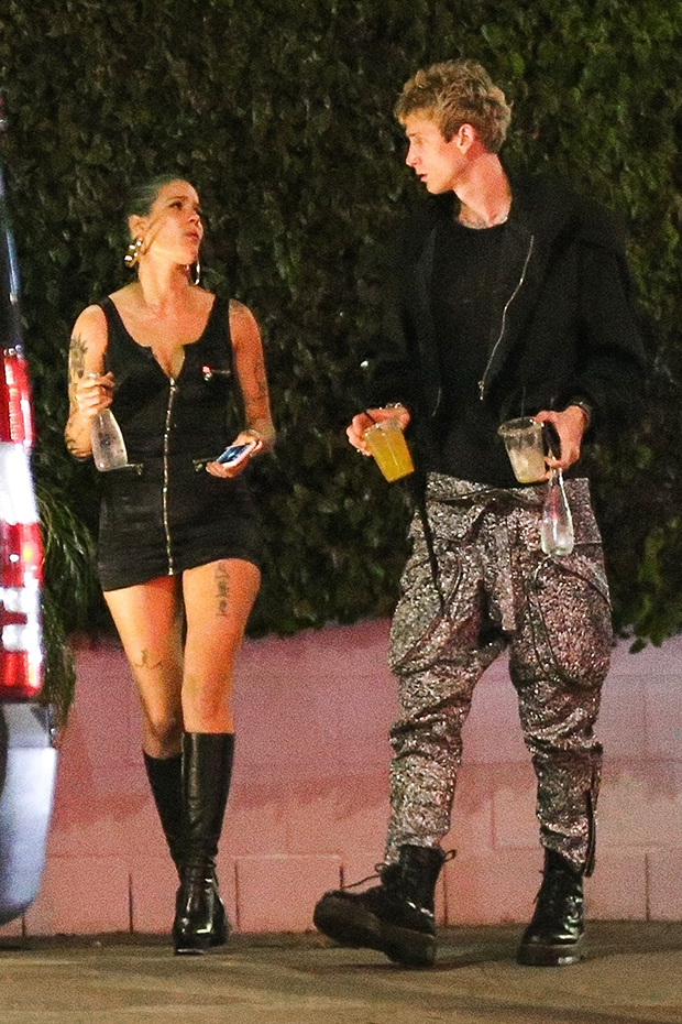 halsey-reunites-with-rumored-ex-machine-gun-kelly-after-confirming-split-with-g-eazy-post-2